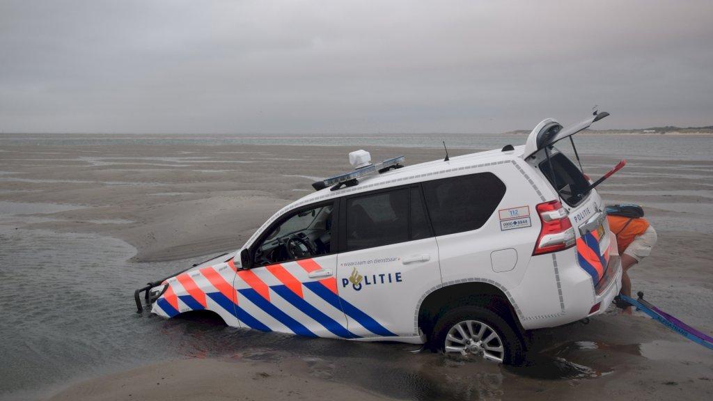 politieauto zandbank